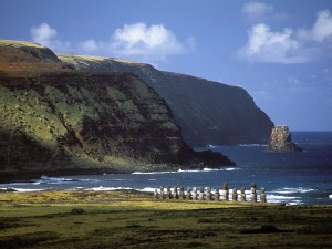 Moai-Statues-Easter-Island-Long